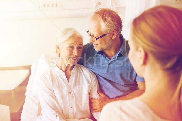 Mutlu aile kıdemli kadın hastane tıp destek Stok fotoğraf © dolgachov
