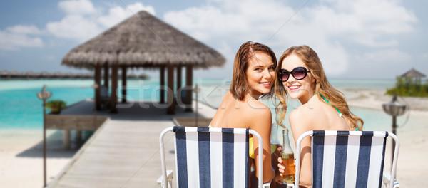 Feliz mulheres jovens bebidas banhos de sol praia verão Foto stock © dolgachov