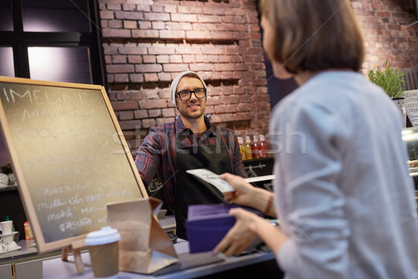 счастливым бармен женщину деньги кафе Сток-фото © dolgachov