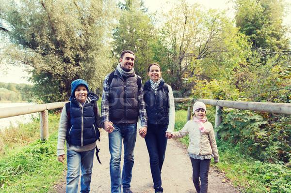 Famiglia felice escursioni boschi avventura viaggio turismo Foto d'archivio © dolgachov