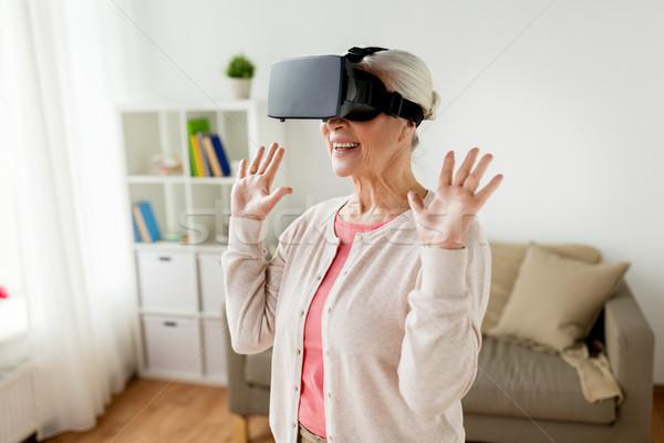 Vieille femme réalité casque lunettes 3d technologie Photo stock © dolgachov
