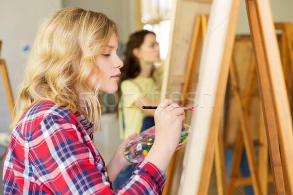 Menina cavalete pintura arte escolas estúdio Foto stock © dolgachov