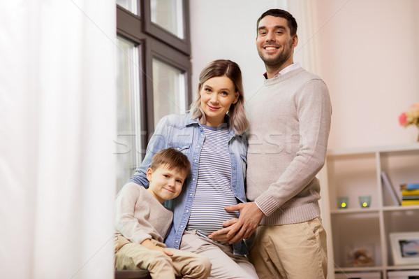 Boldog család terhes anya otthon terhesség emberek Stock fotó © dolgachov