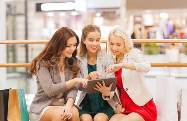 Feliz mulheres jovens venda Foto stock © dolgachov