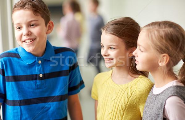 Foto stock: Grupo · sorridente · escolas · crianças · falante · corredor