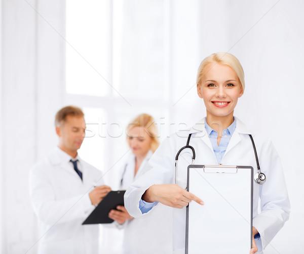 Foto stock: Sonriendo · femenino · médico · portapapeles · salud · medicina