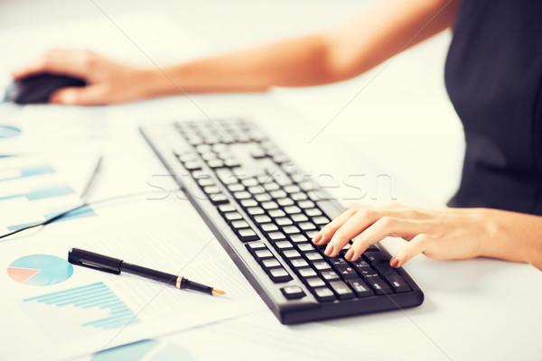 женщину рук набрав клавиатура фотография бизнеса Сток-фото © dolgachov