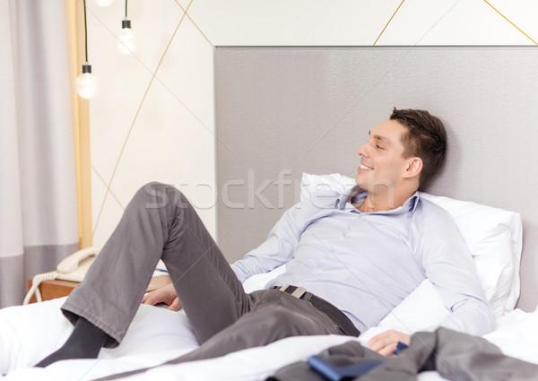 счастливым деловая женщина кровать номер в отеле бизнеса технологий Сток-фото © dolgachov