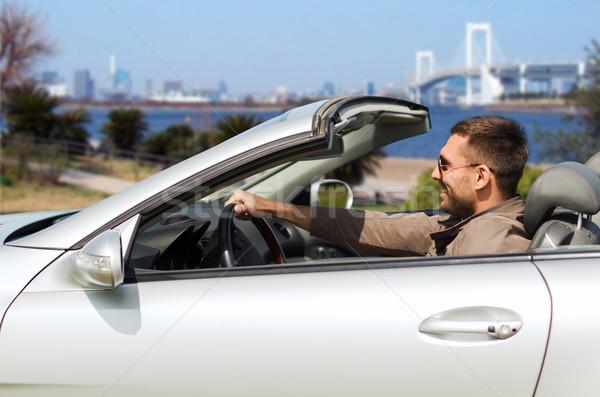 Feliz homem condução cabriolé carro Tóquio Foto stock © dolgachov