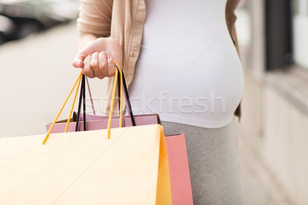 ストックフォト: 妊婦 · ショッピングバッグ · 市 · 妊娠 · 母性 · 人