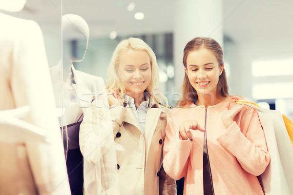 Stockfoto: Gelukkig · jonge · vrouwen · mall · verkoop