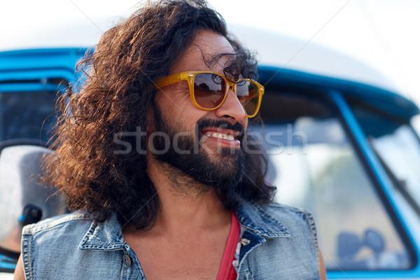 Mosolyog fiatal hippi férfi mikrobusz autó Stock fotó © dolgachov