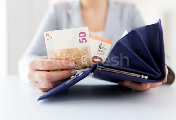 Stockfoto: Vrouw · handen · portemonnee · euro · geld