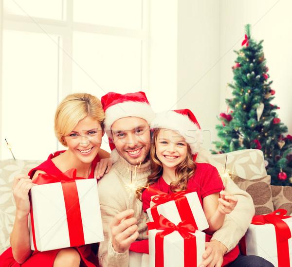 Mutlu aile yardımcı hediye kutuları tatil Stok fotoğraf © dolgachov