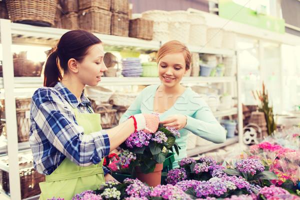 Feliz mujeres flores invernadero personas Foto stock © dolgachov