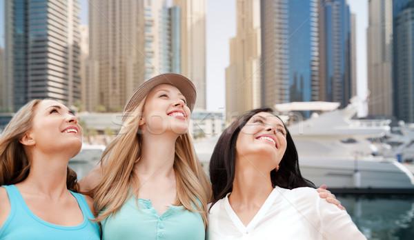 Zdjęcia stock: Młodych · kobiet · Dubai · miasta · port · łodzi · ludzi