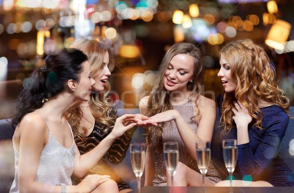 Nő mutat eljegyzési gyűrű barátok ünneplés buli Stock fotó © dolgachov