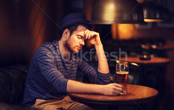 Ongelukkig eenzaam man drinken bier bar Stockfoto © dolgachov