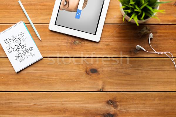 Közelkép táblagép internet keresés böngésző oktatás Stock fotó © dolgachov