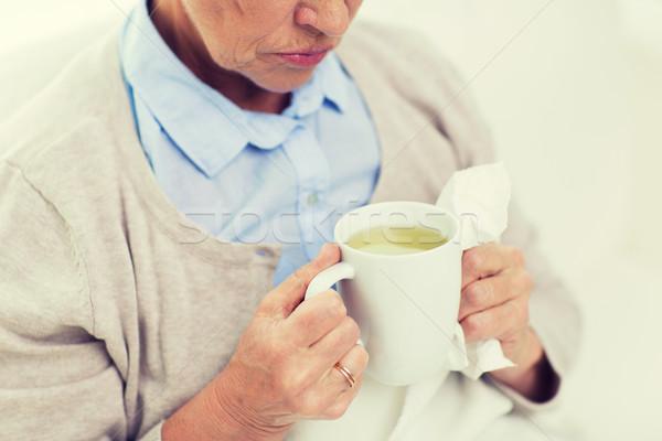 Сток-фото: больным · старший · женщину · питьевой · чай