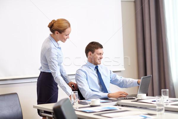 Işadamı sekreter dizüstü bilgisayar ofis iş adamları çalışmak Stok fotoğraf © dolgachov
