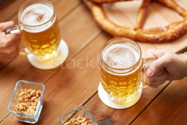 Manos cerveza bar pub personas Foto stock © dolgachov