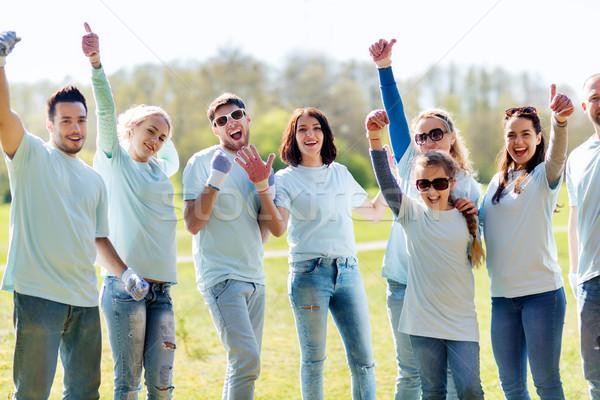Grup park gönüllü Stok fotoğraf © dolgachov