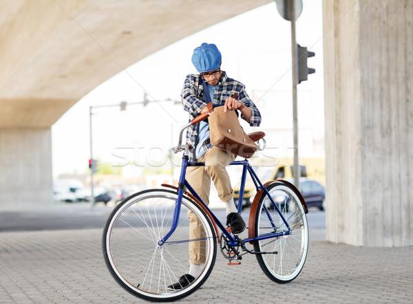 Adam omuz çanta sabit dişli Stok fotoğraf © dolgachov