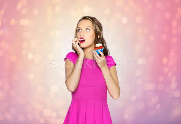 Feliz mulher menina adolescente alimentação aniversário Foto stock © dolgachov