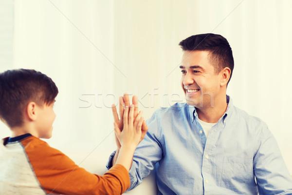 Szczęśliwy syn ojca high five domu rodziny gest Zdjęcia stock © dolgachov