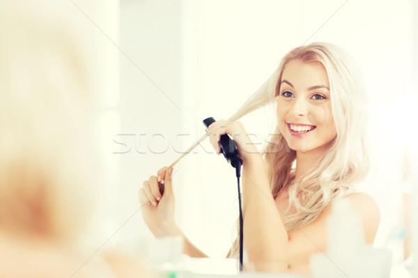 Nő vasaló haj fürdőszoba szépség hajviselet Stock fotó © dolgachov