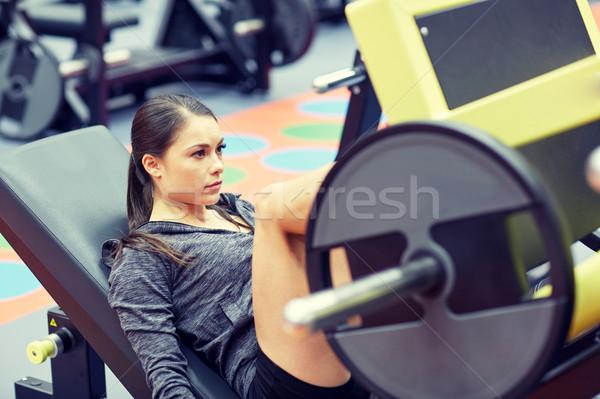 Nő izmok láb sajtó gép tornaterem Stock fotó © dolgachov