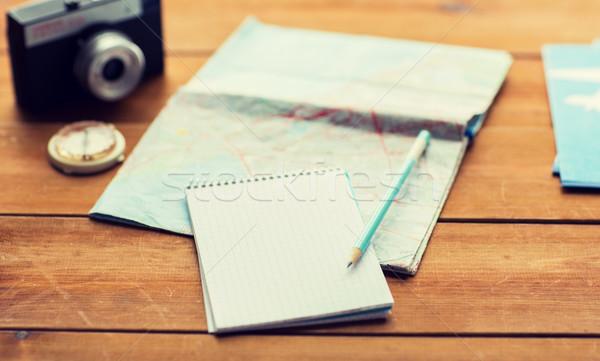 Közelkép jegyzettömb térkép utazás jegyek vakáció Stock fotó © dolgachov