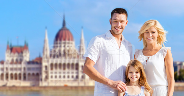 Famille heureuse maison parlement Budapest tourisme Voyage Photo stock © dolgachov