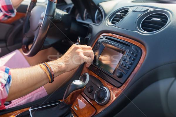 Stok fotoğraf: Adam · sürücü · araba · değiştirmek · gösterge · paneli · yaz