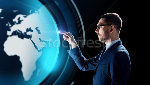üzletember Föld hologram fekete üzletemberek valóság Stock fotó © dolgachov