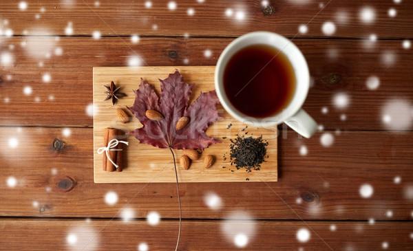カップ 茶 カエデの葉 アーモンド 木板 ストックフォト © dolgachov