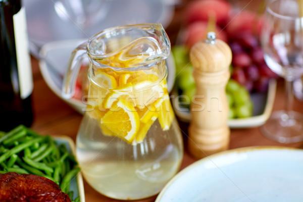 Vetro brocca limone acqua alimentare tavola Foto d'archivio © dolgachov