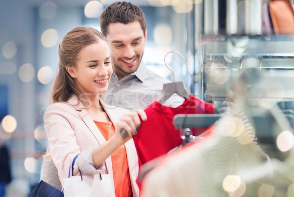 Mutlu elbise alışveriş merkezi satış Stok fotoğraf © dolgachov