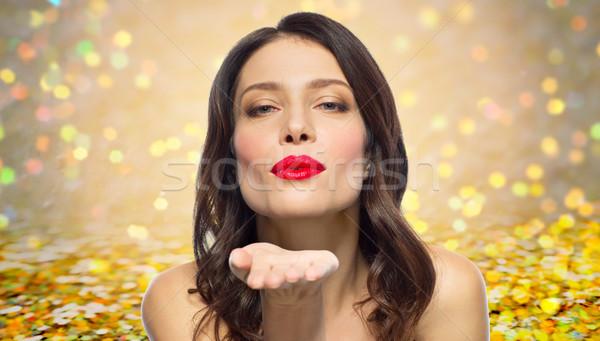Belle femme rouge à lèvres rouge air baiser beauté Photo stock © dolgachov