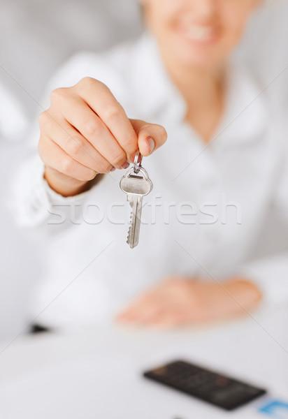 Zdjęcia stock: Kobieta · strony · domu · klucze · działalności