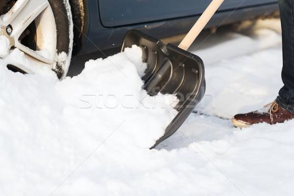 Primo piano uomo up bloccato neve auto Foto d'archivio © dolgachov