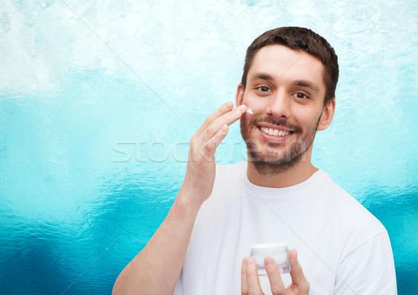 Mooie glimlachend man room gezondheid schoonheid Stockfoto © dolgachov