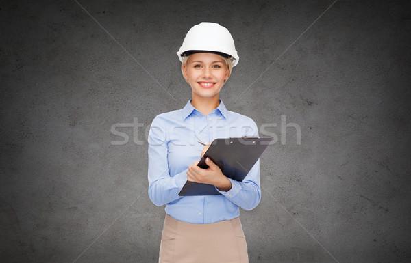 Souriant femme d'affaires casque presse-papiers bâtiment développement Photo stock © dolgachov