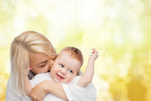 Felice madre bacio sorridere baby famiglia Foto d'archivio © dolgachov