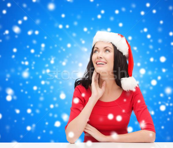 Glimlachende vrouw helper hoed christmas winter Stockfoto © dolgachov