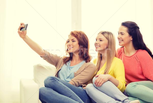 Zdjęcia stock: Nastolatki · smartphone · przyjaźni · technologii · Internetu