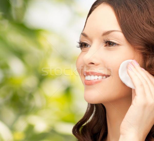Gülümseyen kadın temizlik yüz cilt pamuk güzellik Stok fotoğraf © dolgachov