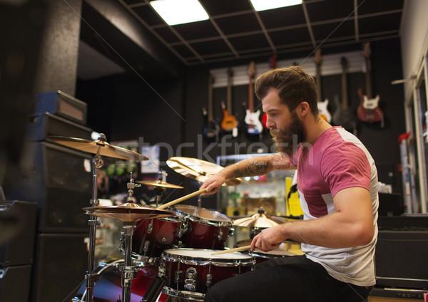 男性 ミュージシャン 演奏 音楽 ストア 販売 ストックフォト © dolgachov