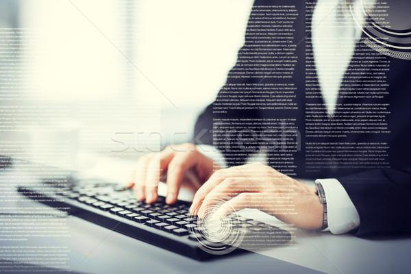 Férfi kezek gépel billentyűzet üzlet oktatás Stock fotó © dolgachov